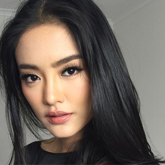 Foto mostrando maquiagem em oriental