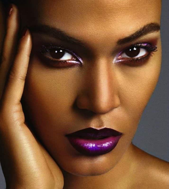 Foto mostrando maquiagem em pele negra