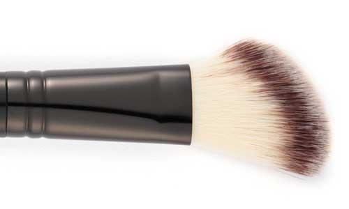 Foto mostrando o pincel para blush